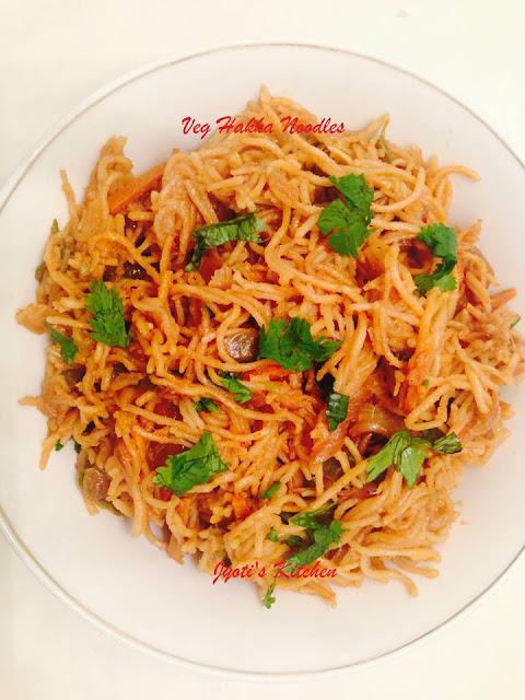 Noodles/Veg Hakka Noodles Recipe - Indo Chinese dish recipe