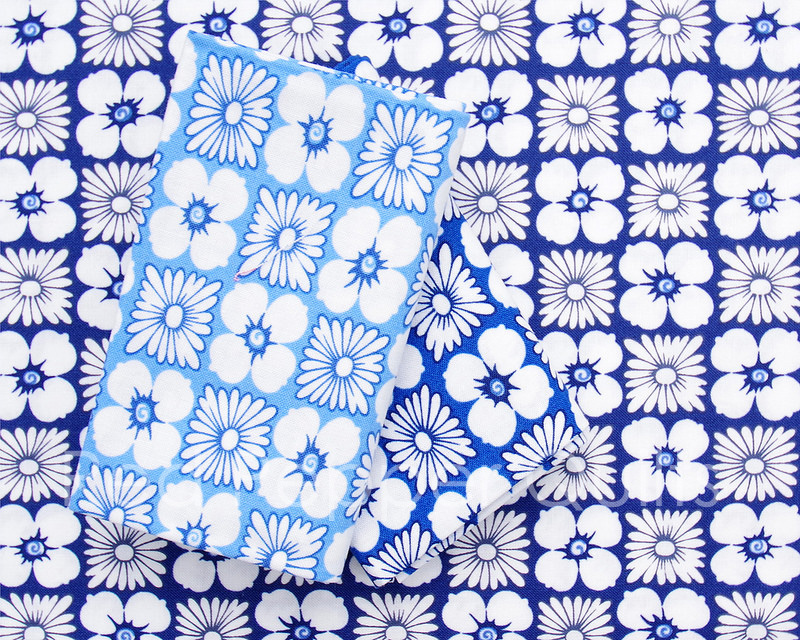 Feed Sacks: True Blue by Linzee Kull McCray for Moda Fabrics | © Red Pepper Quilts 2018 #sundaystash #feedsackfabric #modafabrics