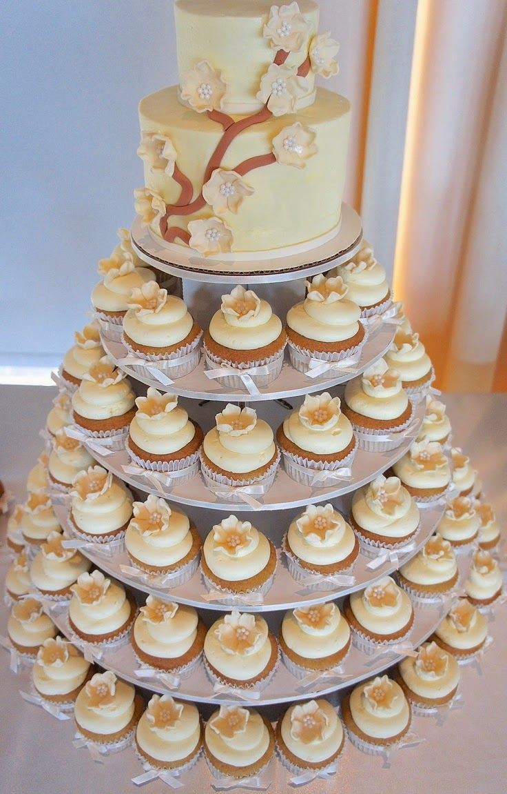 cupcake tower for wedding cakes memorable wedding delicious wedding cupcake towers 13155