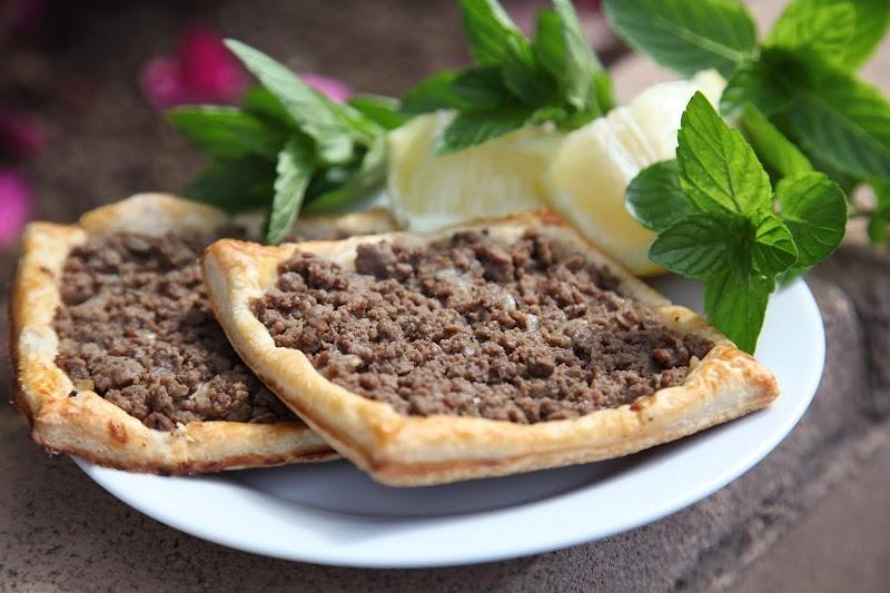 صفيحة بعجينة البف البايستري-Sfiha Meat Pie With Pomegranate Molasses Recipe