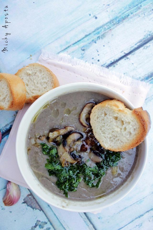 Supa crema de ciuperci cu usturoi