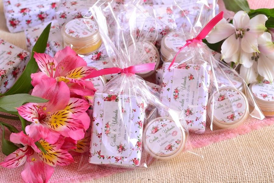 Detalles personalizados boda jabones balsamos naturales