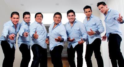 Foto de la Orquesta Hermanos Yaipén posando