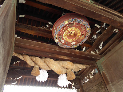 大阪天満宮の表門(大門)、大注連縄と十二支の方角盤