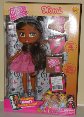 Boxy Girl Nomi