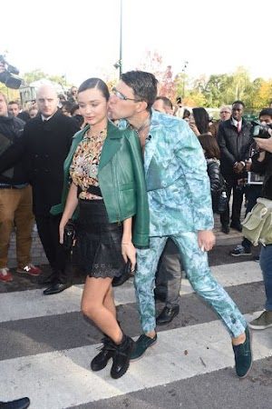 Miranda Kerr: Kissing attack of the Hollywood grabber