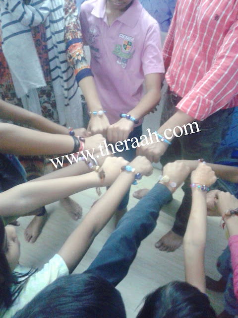 The RAAH (NGO) had a workshop of Friendship Day. In order to tell all about how Friendship Day was started the RAAH placed Friendship Day Workshop and in the workshop class taught students to make the Friendship Band with used Waste Material to encourage the children make clean in India. Like and Subscribe JOIN US & SUPPORT US