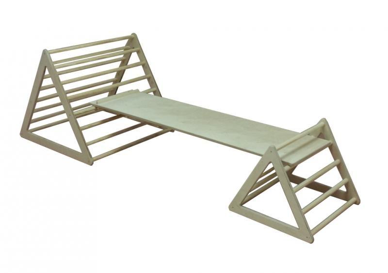 triángulos de madera con barras emmi pikler