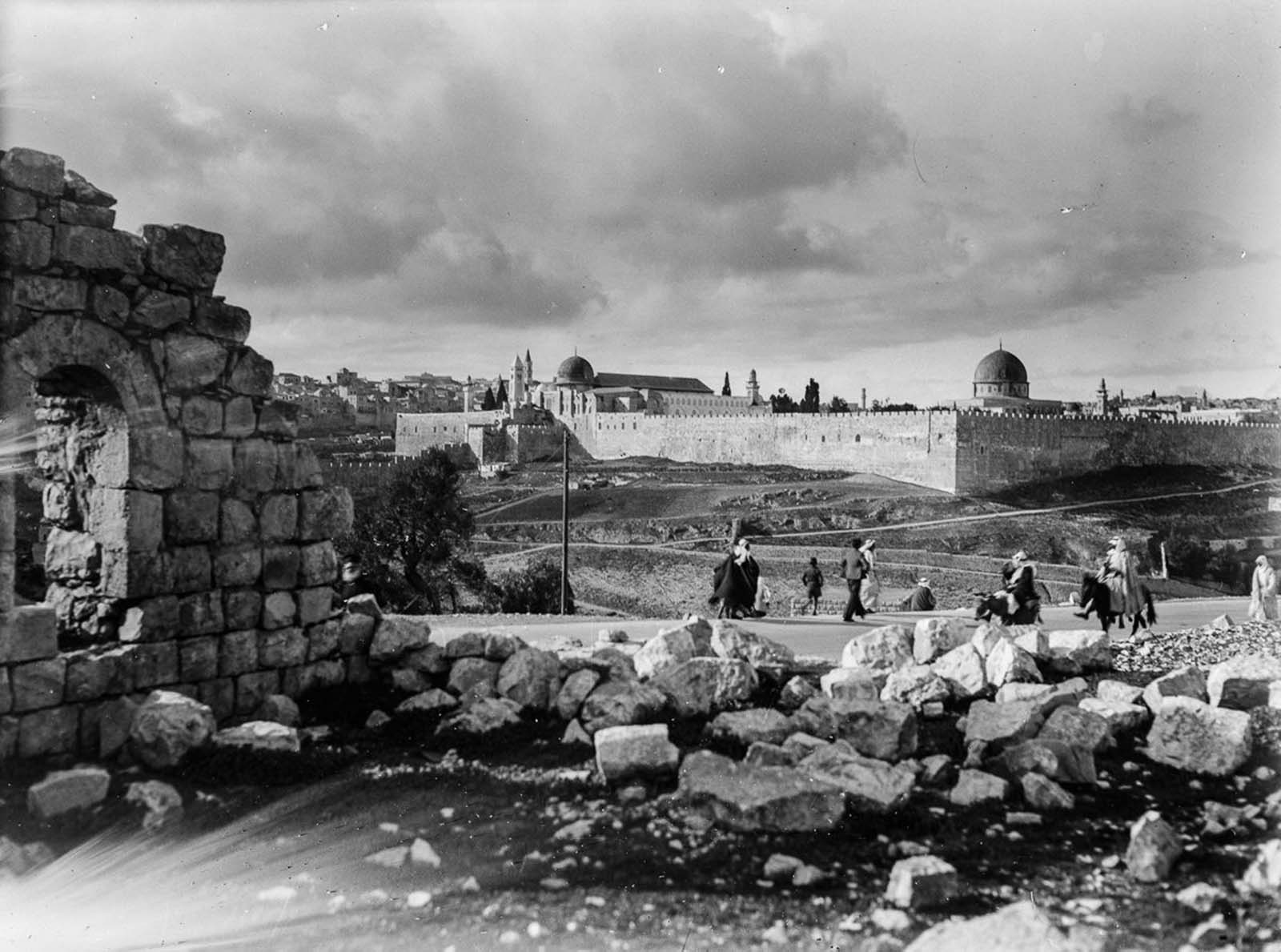 Another view from Jerusalem. 1900.