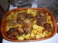 Χοιρινό μαριναρισμένο στο φούρνο με πατάτες  - by https://syntages-faghtwn.blogspot.gr