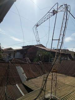 tower radio ray fm padang jatuh menimpa rumah tetangga, butuh donasi