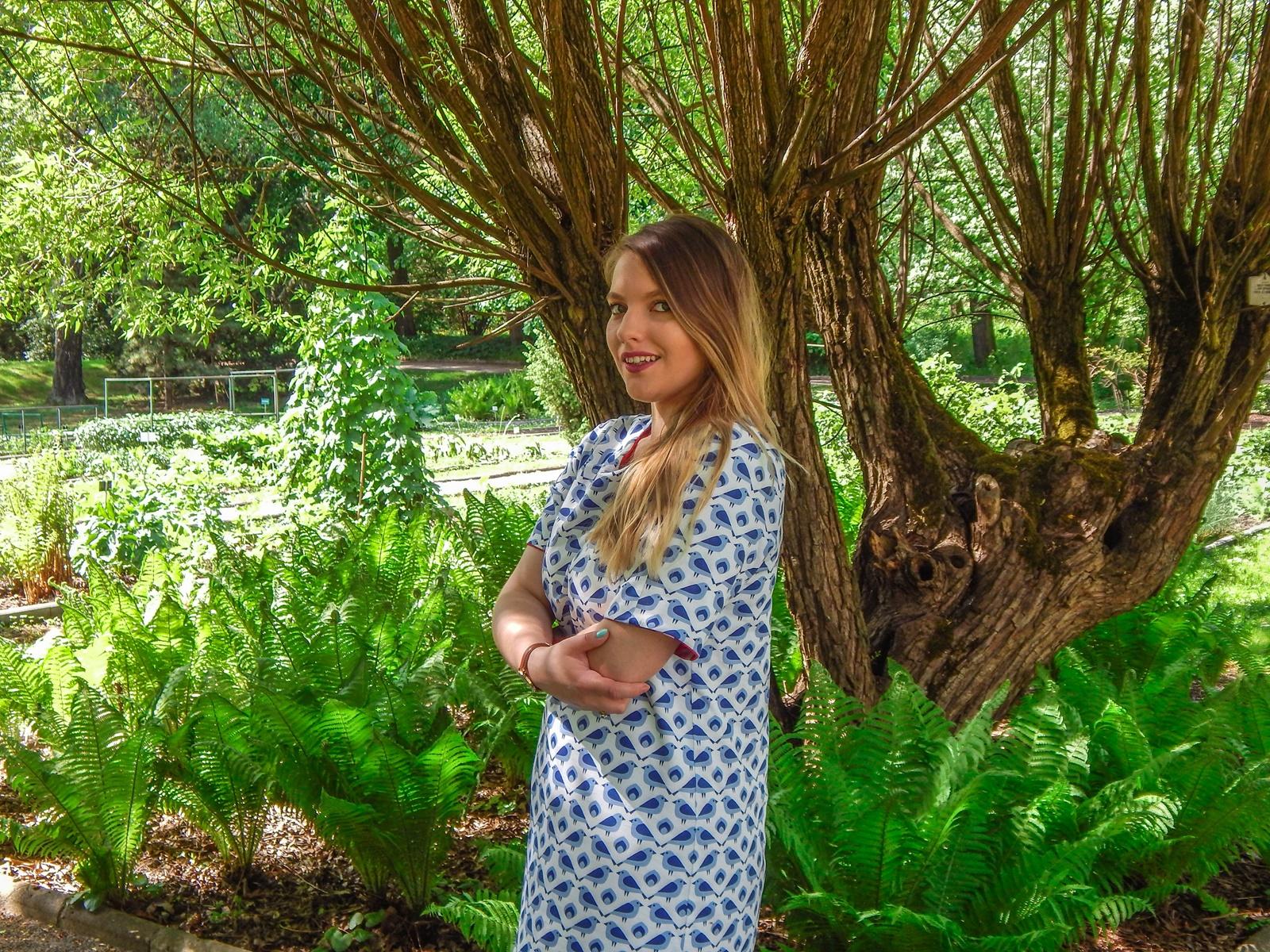 1 samodobro dwukroopek dwustronna sukienka dla mamy prezent na dzień mamy i córki drewniana biżuteria wróbel i dzika róża metka z opowiadaniem ciekawe mlode polskie marki odzieżowe moda lifestyle łódź