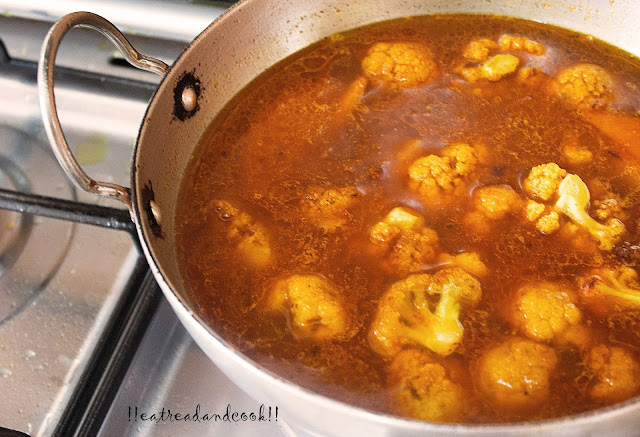 bengali preparation  Aloo Fulkopi Die Macher Jhol recipe / Bengali Fish Curry with Potato and Cauliflower recipe with by step pictures