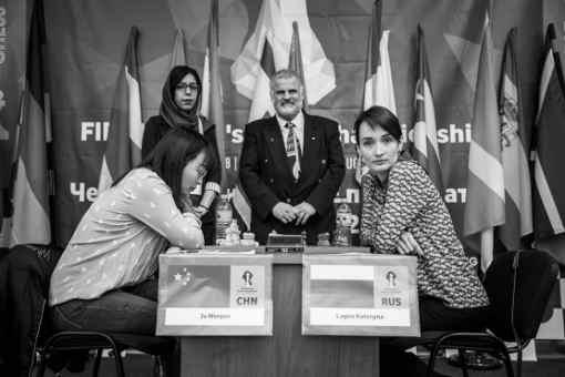 Nulle en 36 coups dans la 1ère partie entre la Chinoise Ju Wenjun et la Russe Kateryna Lagno sur une défense Est-Indienne - Photo © site officiel