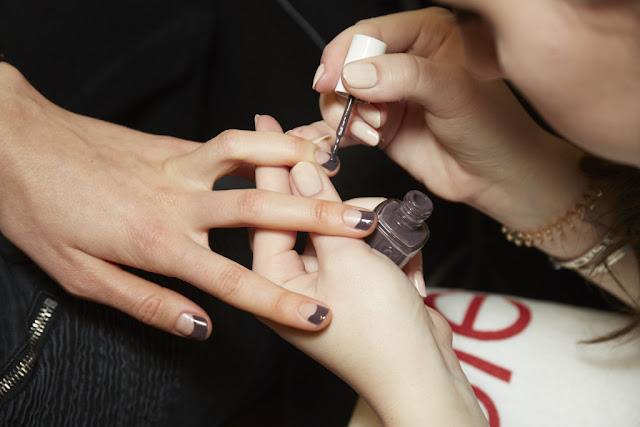 Essie Nails in Tanya Talor FW 2017 Show, Essie Smokin' Hot