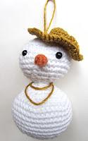 amigurumi snowwoman