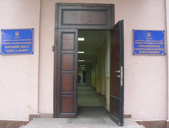 Колишній працівник Одеської митниці викрав 37 контейнерів з товаром на 154 млн грн