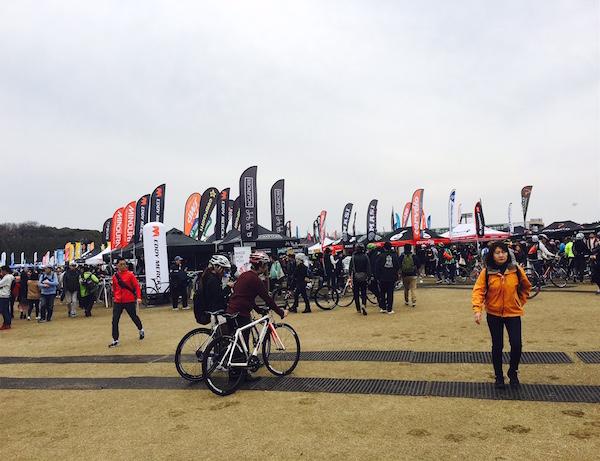 万博公園で開催されたサイクルモードライド2017の会場風景