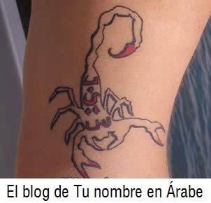 Tatuaje letras arabes con las iniciales de B I S