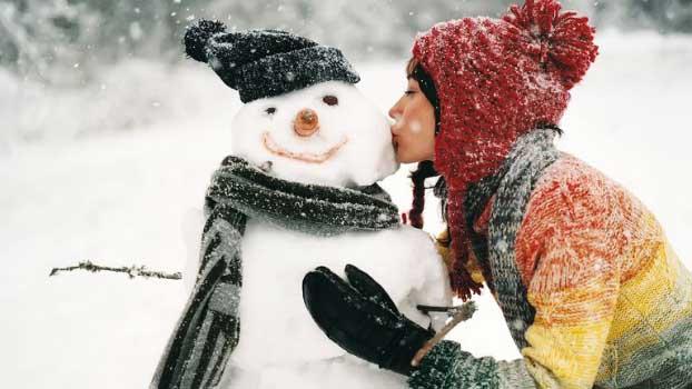 Besplatne zimske pozadine za računar - zimski poljubac