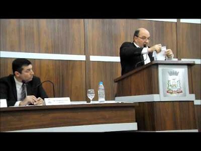 Vereador Fermino Grosso rasga Lei Orgânica - Blog do Asno