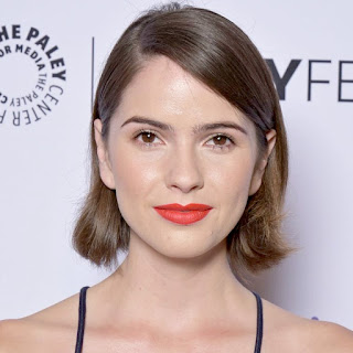 Shelley Hennig.