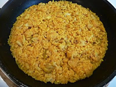 arroz con bacalao, coliflor y ajos tiernos