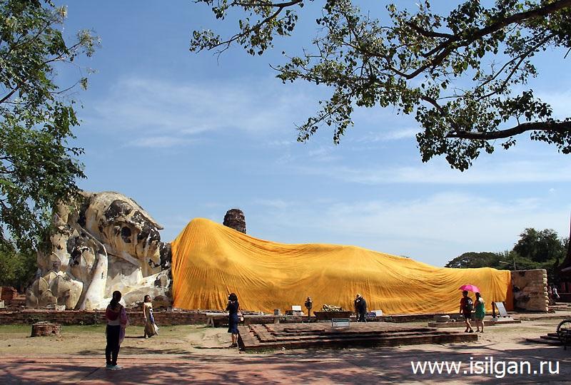 Статуя Лежащего Будды. Храм Ват Локая Суттха. Город Аюттайя. Таиланд