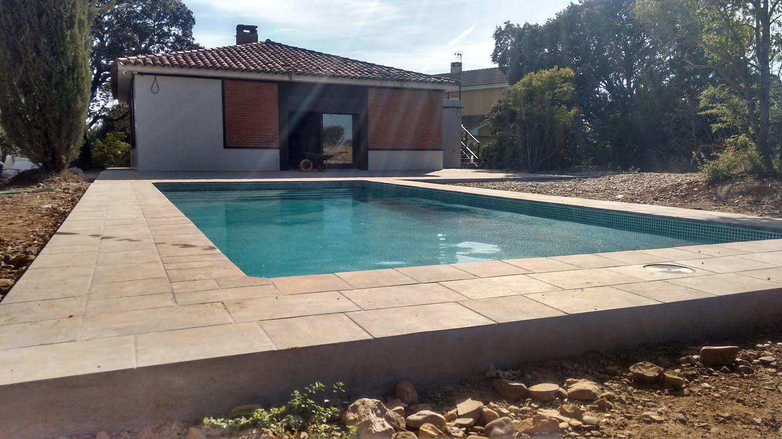 Conoce tu piscina piscinas de fibra o piscinas de obra for Piscinas rectangulares de obra