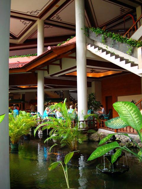 Изображение внутреннего дворика одного из отелей