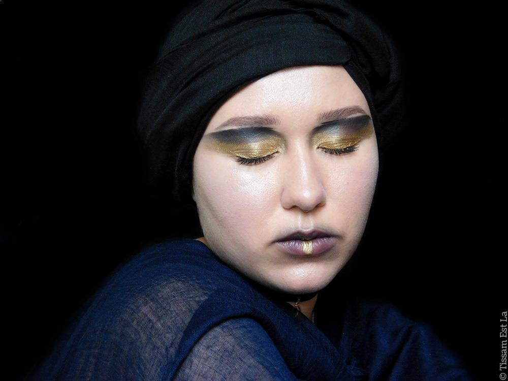 Self Obsessed Makeup Look | Reverse Smoky Eye & Blurry Lips - Juvia's Place Saharan Eyeshadow Palette, Mehron Metallic Powder Gold, Pierre René Professional Black Eyeliner