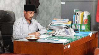 Bidang Pendidikan di Indonesia kita mengenal Standar Nasional DOWNLOAD PERATURAN MENTERI TENTANG STANDAR PENDIDIK DAN TENAGA KEPENDIDIKAN