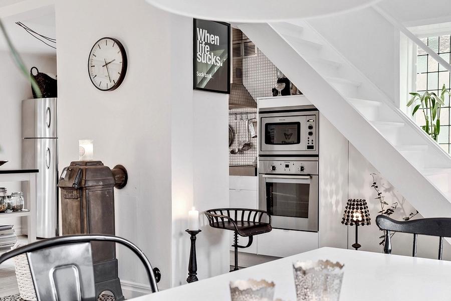 Skandynawski, biały domek z rustykalnymi elementami, wystrój wnętrz, wnętrza, urządzanie mieszkania, dom, home decor, dekoracje, aranżacje, styl skandynawski, scandinavian style, styl rustykalny, rustic, cegła, drewno, biel, white, jadalnia