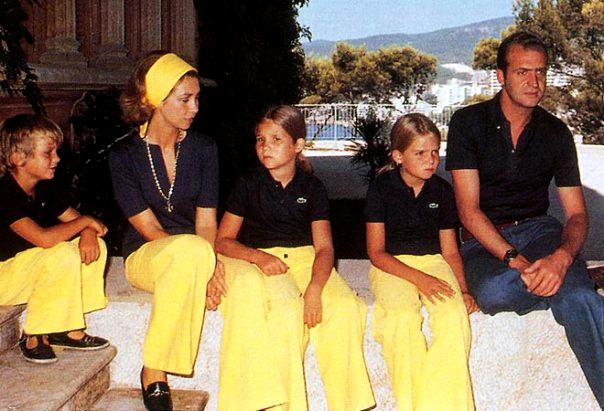the+summer-The+Royal+Family+of+Spain+in+Palacio+Marivent.png
