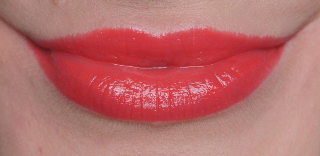 Bourjois Colour Boost Glossy Finish Lipstick 01 Red Sunshine Swatch