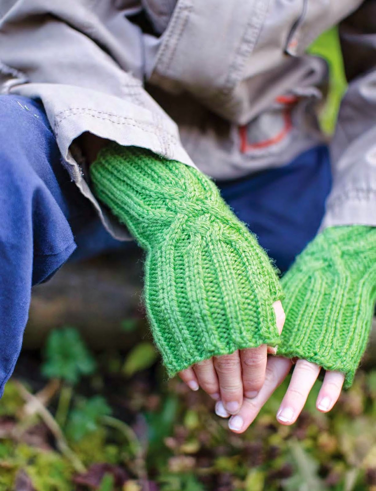 Back Hand Hitch cabled mitt pattern by Katya Frankel