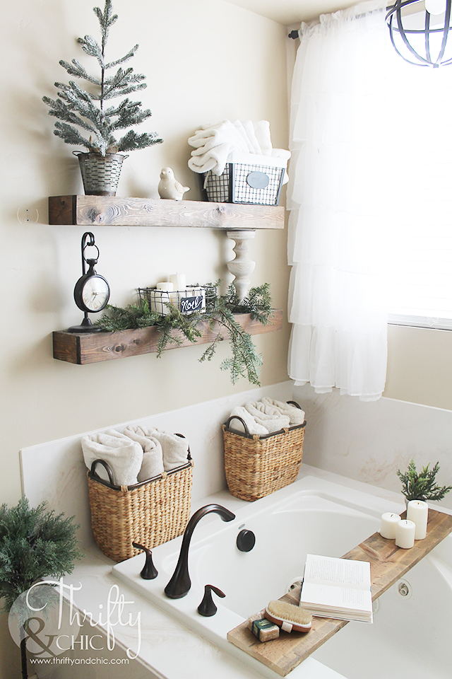 Farmhouse Christmas decor and decorating ideas. Bathroom Christmas decor. Fresh greenery ideas. Farmhouse bathroom decor and ideas.