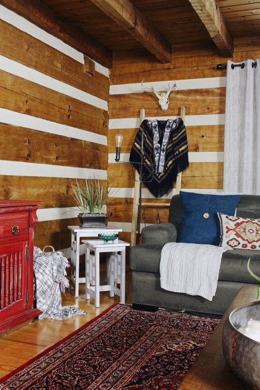 log-cabin-lodge-global-midcentury-boho-blanket-ladder