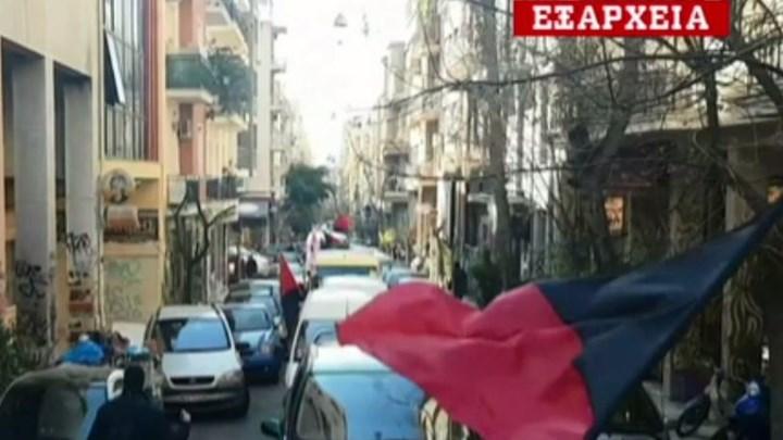 """""""Παρέλαση"""" αντιεξουσιαστών στα Εξάρχεια – ΒΙΝΤΕΟ"""