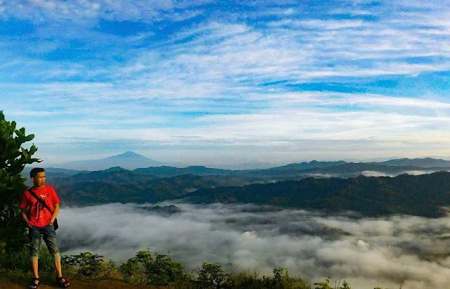 foto lautan awan di puncak bukit langit kebumen