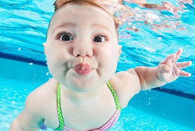 Tips Mengajak Anak 1 Tahun Berenang