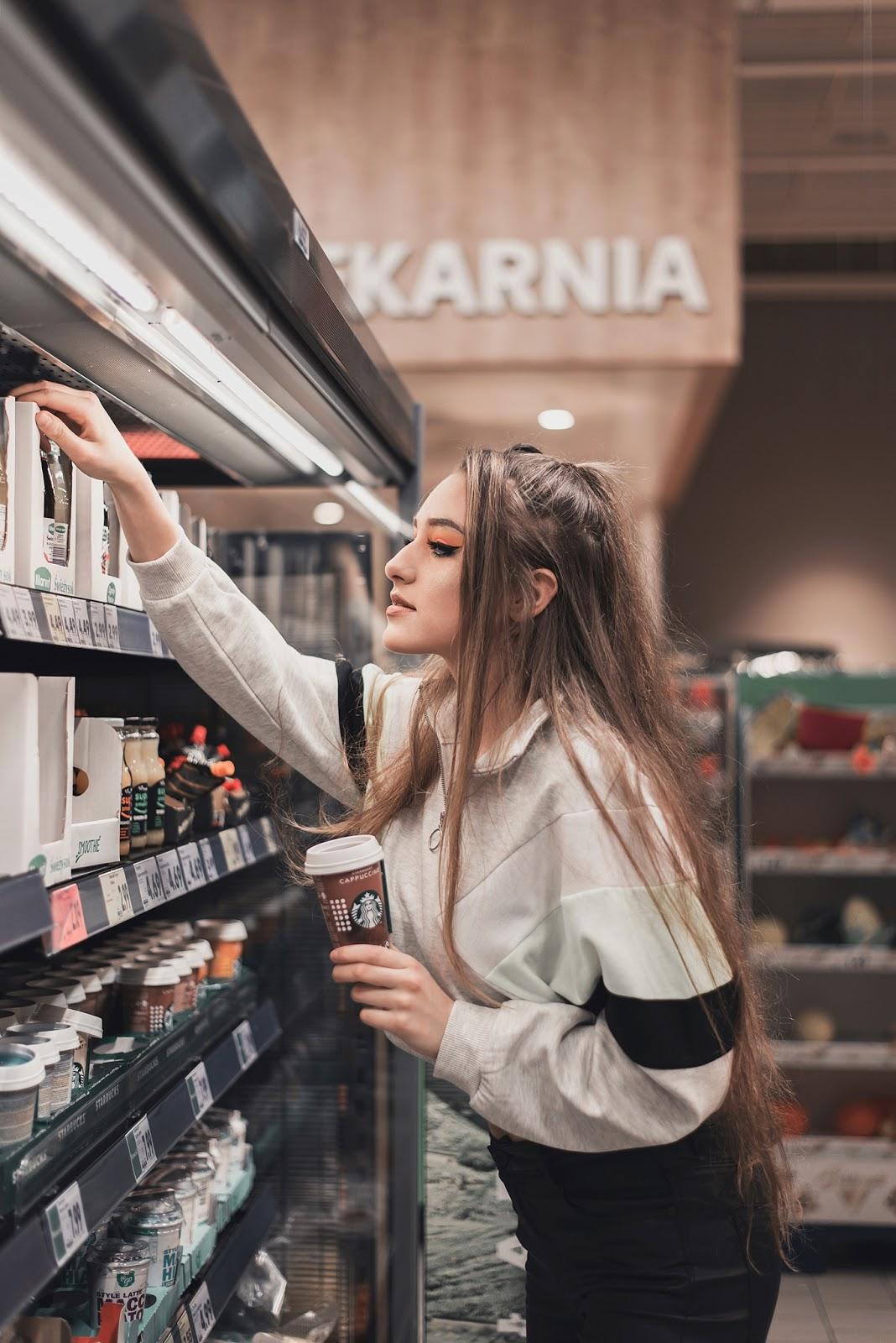 Karolina - sesja w supermarkecie