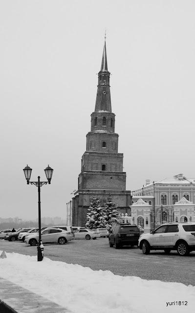 Падающая башня Сююмбике.