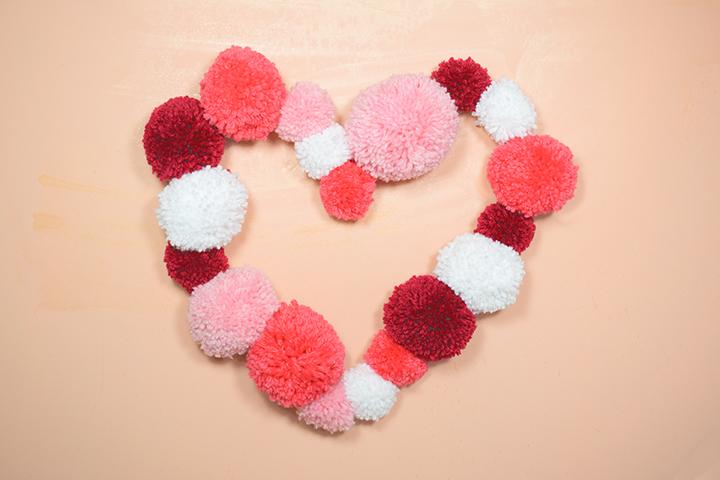 DIY facile coeur pompons en laine