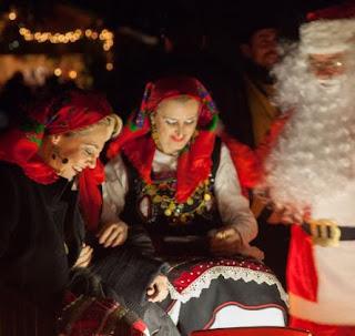 Το γλέντι καλά κρατεί στο Χριστουγεννιάτικο Χωριό του Κόσμου