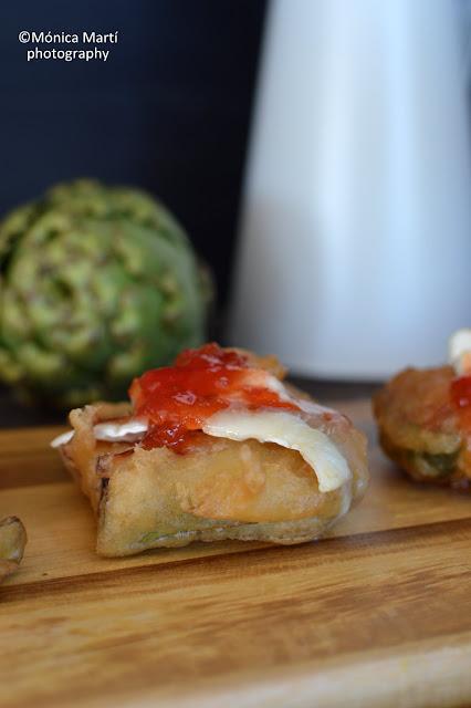 Alcachofas Fritas En Tempura, Gratinadas Con Queso De Cabra Y Mermelada De Tomate