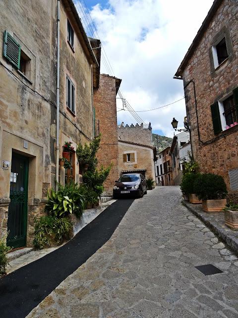kamienne domki na Majorce, jak wyglądają?