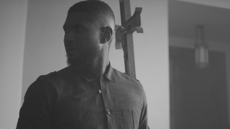 """Chains"" abre os trabalhos do novo CD do Usher e conta com a participação da Bibi Bourelly, que compôs ""Bitch Better Have My Money""."