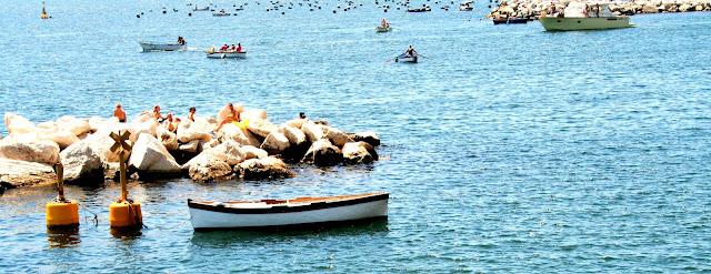 mare, acqua, sole, scogli, barche, bagnanti