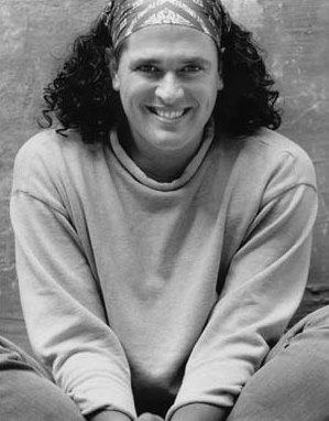 Foto de Carlos Vives con cabello largo